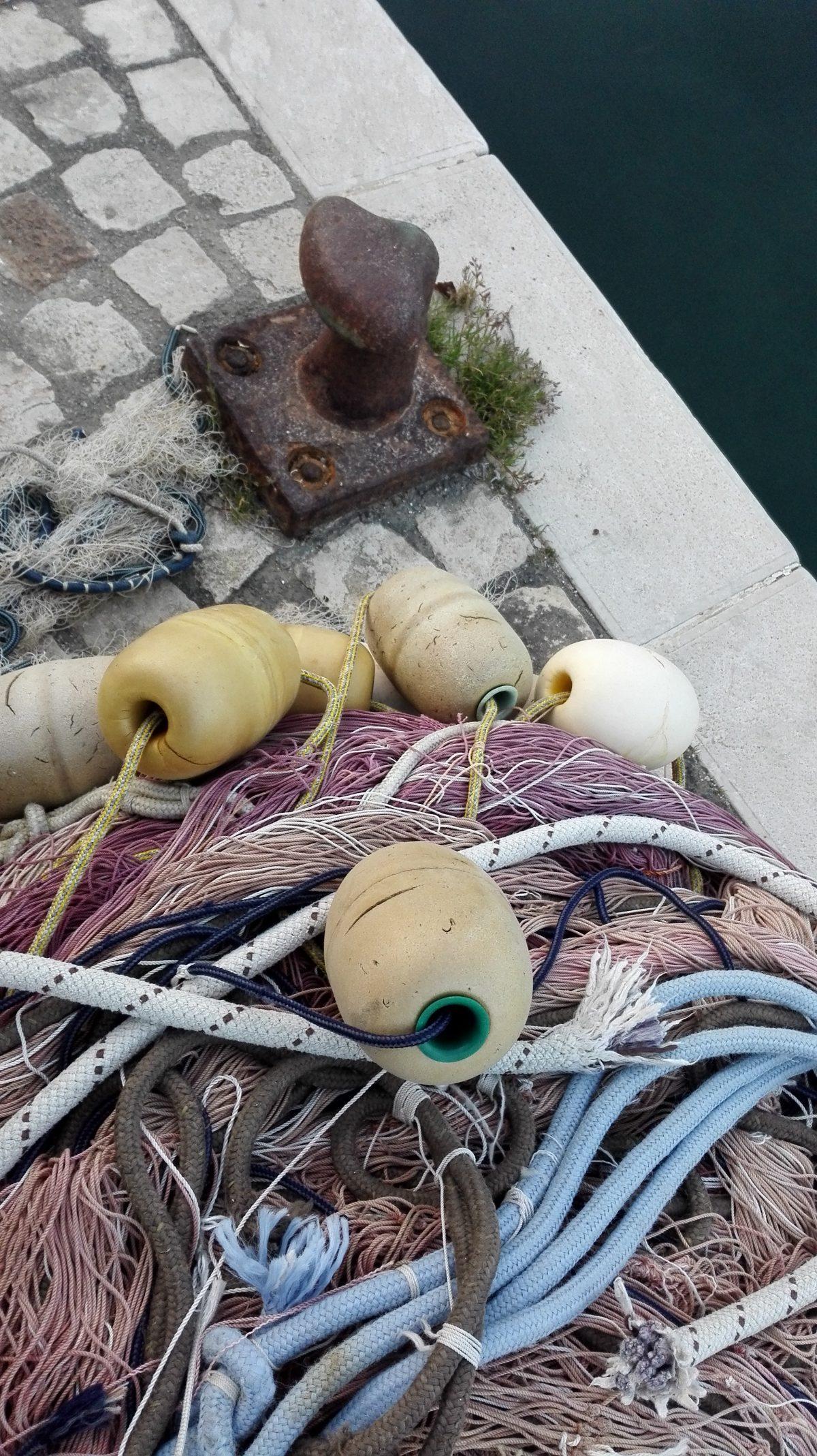 Il disordine ordinato delle reti da pesca -foto Marco Costarelli