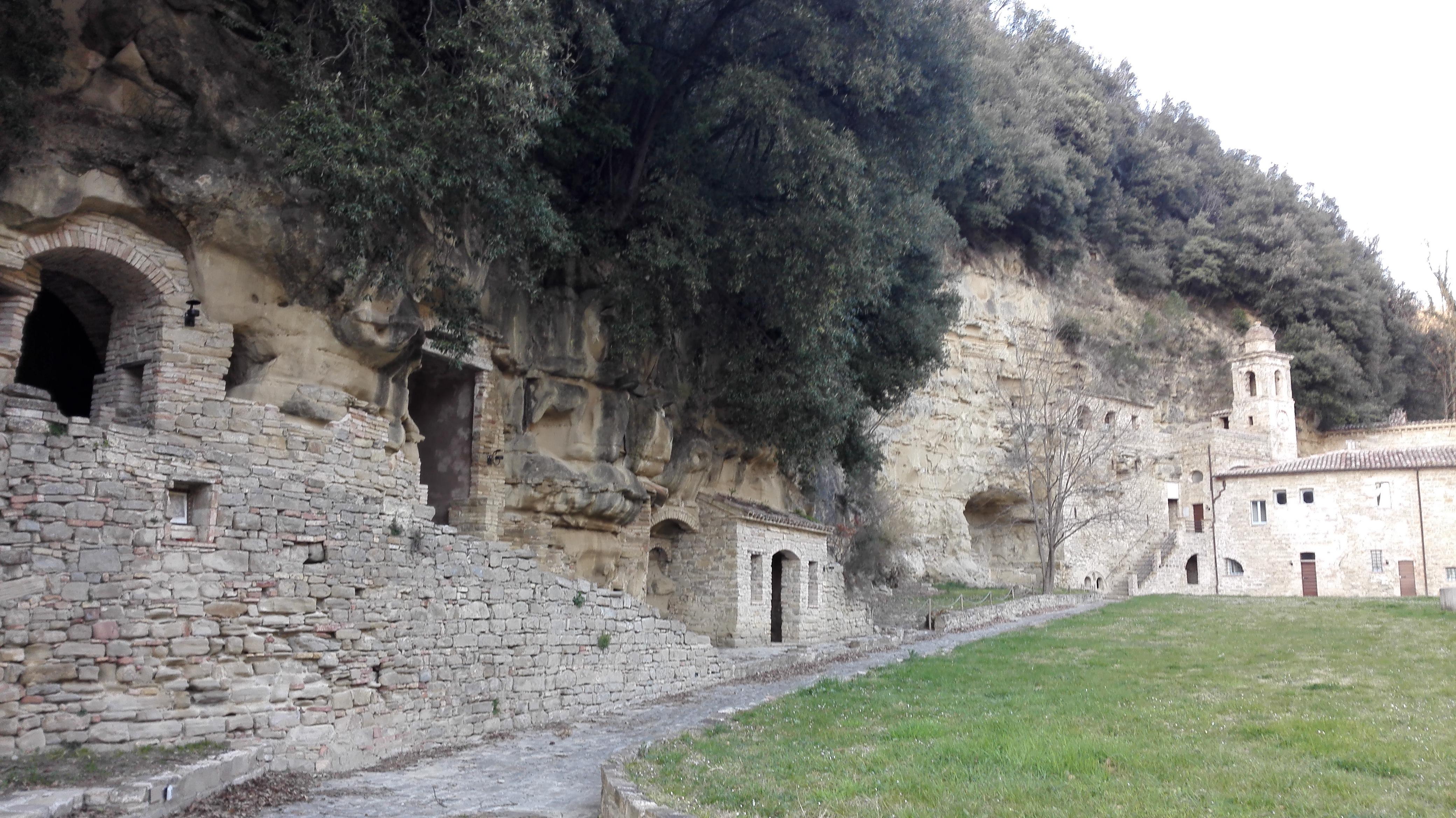 I frati e santi costruirono queste grotte