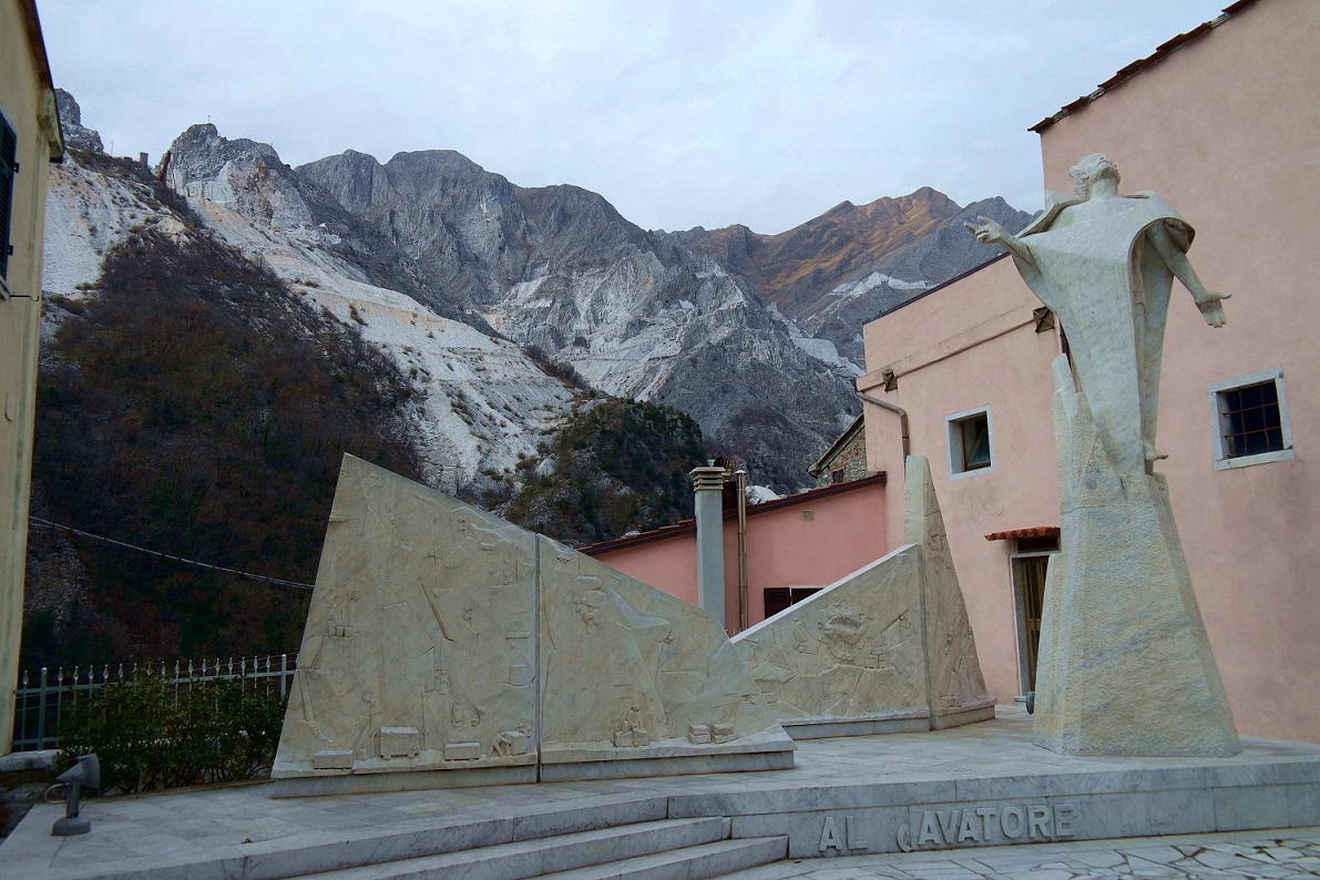 Colonnata. Il Monumento al Cavatore